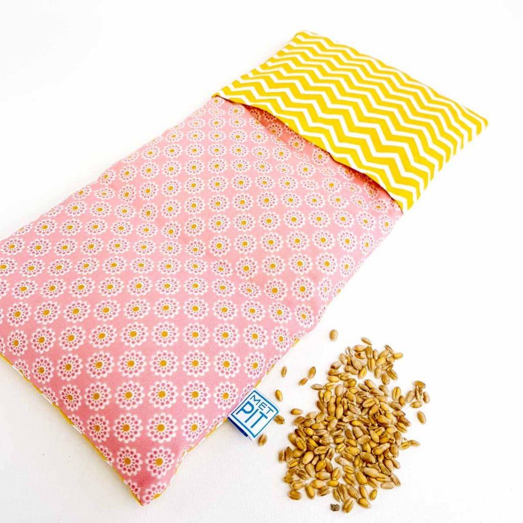 Pittenzak / coldpack okergeel zigzag en roze bloem